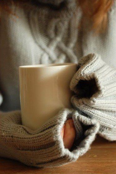 A season of sweaters and sweet warm tea. (source)