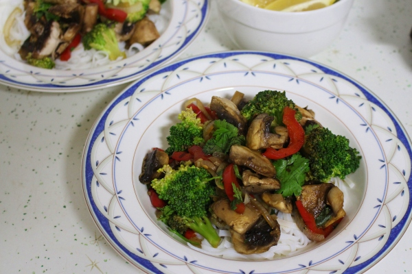 https://thoroughlynourishedlife.files.wordpress.com/2014/05/spicy-mushroom-and-broccoli-stir-fry-4.jpg?resize=600%2C400