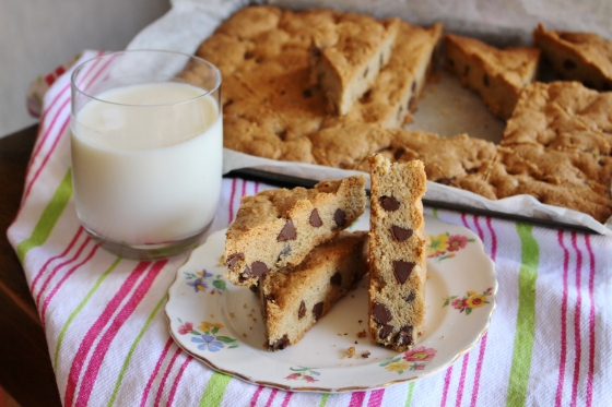 Brown Butter Chocolate Chip Shortbread Bars | Gluten Free | Thoroughly Nourished Life