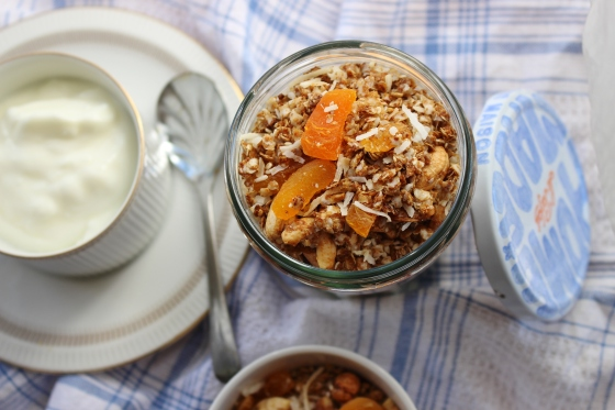 Tropical Quinoa and Apricot Granola | Gluten Free | Vegan | Thoroughly Nourished Life
