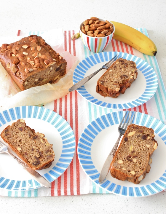 Banana, Date, and Almond Bread | Gluten Free | Thoroughly Nourished Life | www.thoroughlynourishedlife.com